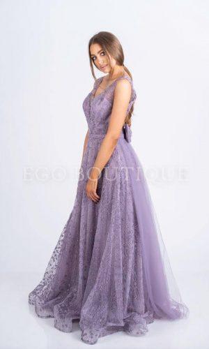 абитуриентска дълга дантелена рокля тип принцеса в бледо лилаво с махащ се шлейф