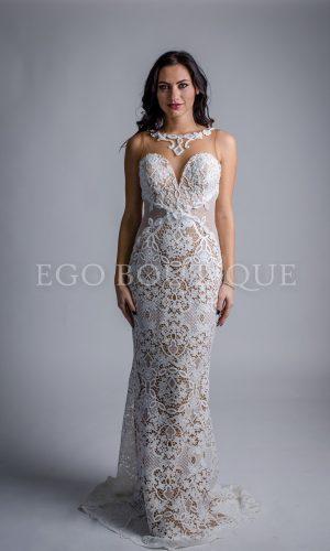 абитуриентска рокля от бяла дантела тип русалка