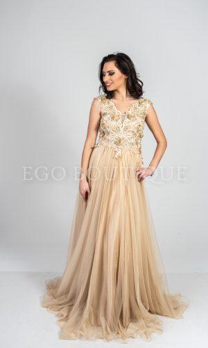 бежова бална рокля