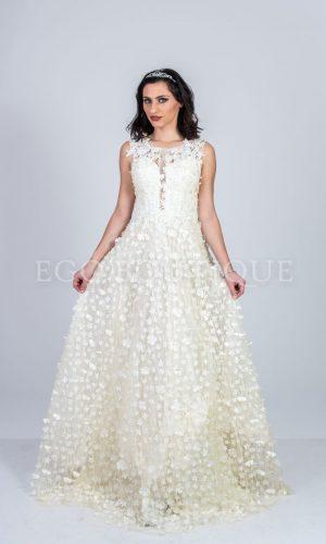 дълга бална рокля в бяло