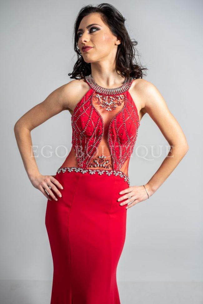 червена бална рокля с камъни