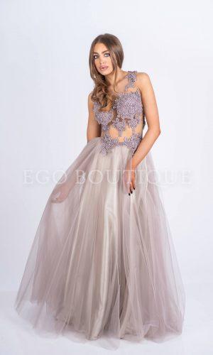 уникална бална дизайнерска рокля в цвят пудра с дантела и тюл
