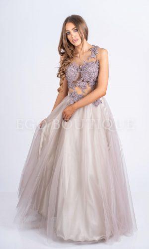 абитуриентска рокля с ръчно шита дантела върху тен тюл и пола тип принцеса