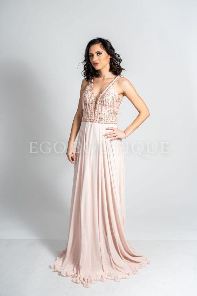 абитуриентска рокля в бледо розово със синци
