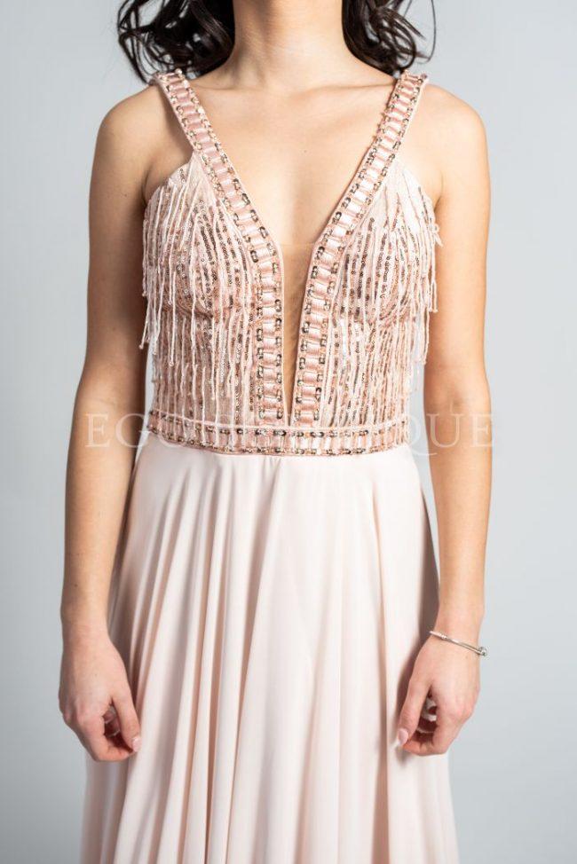 абитуриентска рокля с остро деколте