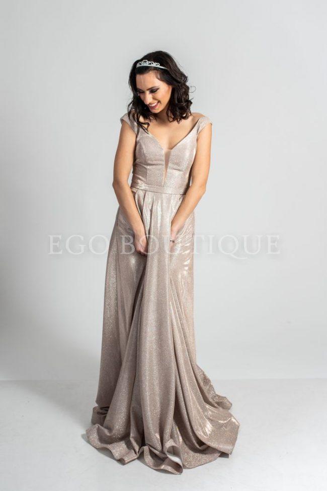 абитуриентска рокля с перлен блясък в цвят пудра