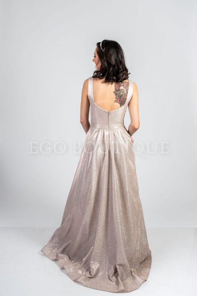 абитуриентска рокля с гол гръб в цвят пудра