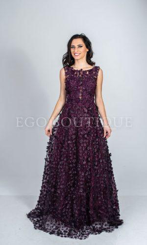 абитуриентска рокля в лилави цветя