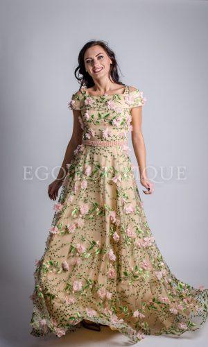 абитуриентска рокля с цветя в цвят пудра