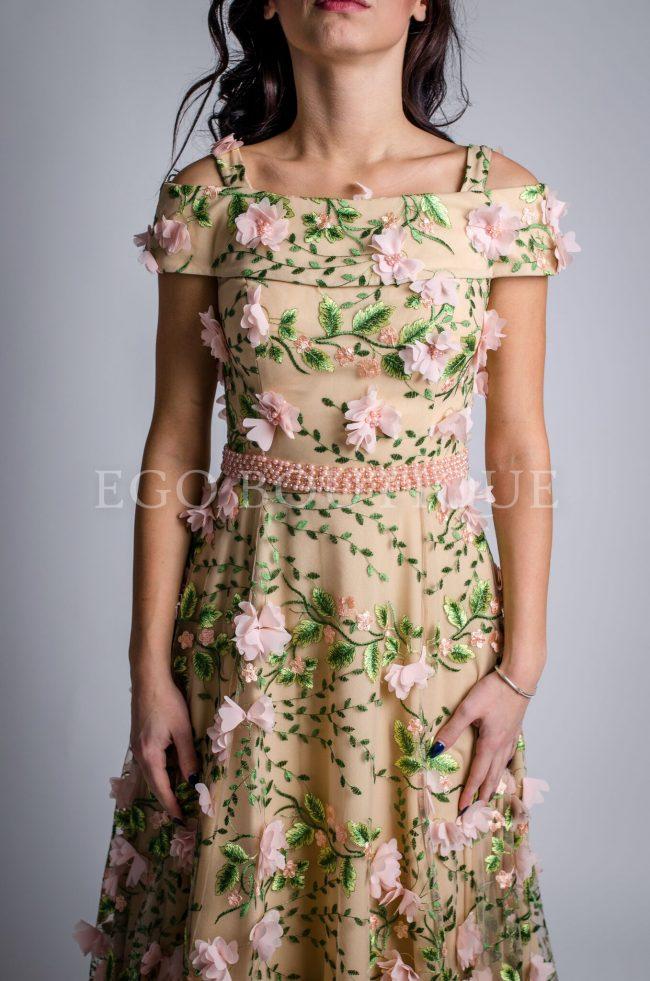 уникална дълга рокля с цветя