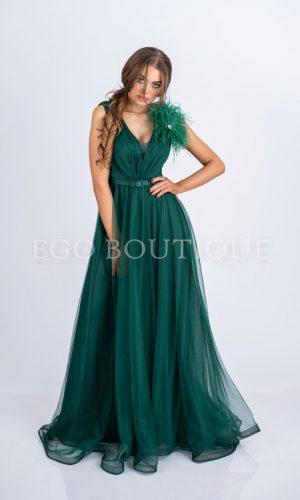 абитуриентска рокля в зелено с голяма цепка от френски тюл