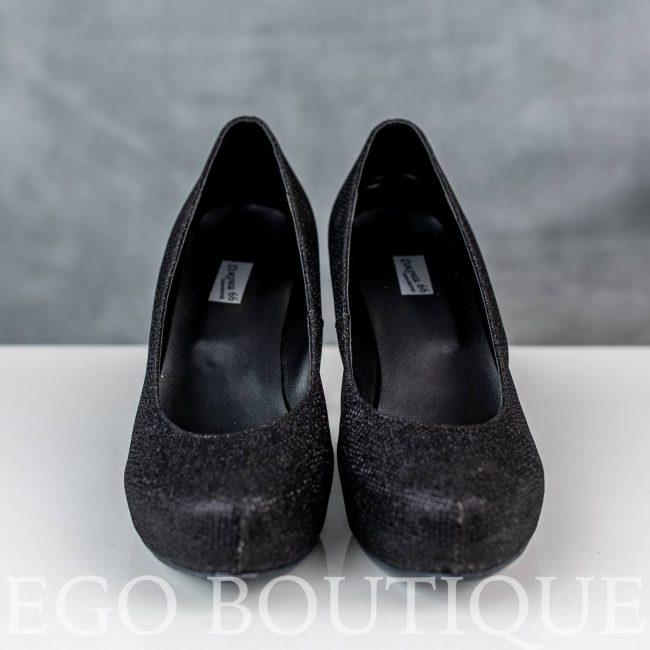 елегантни дамски черни обувки с висок ток