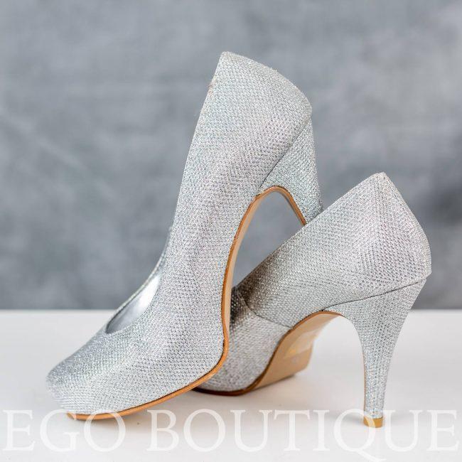удобни бални обувки от сребърна мрежа