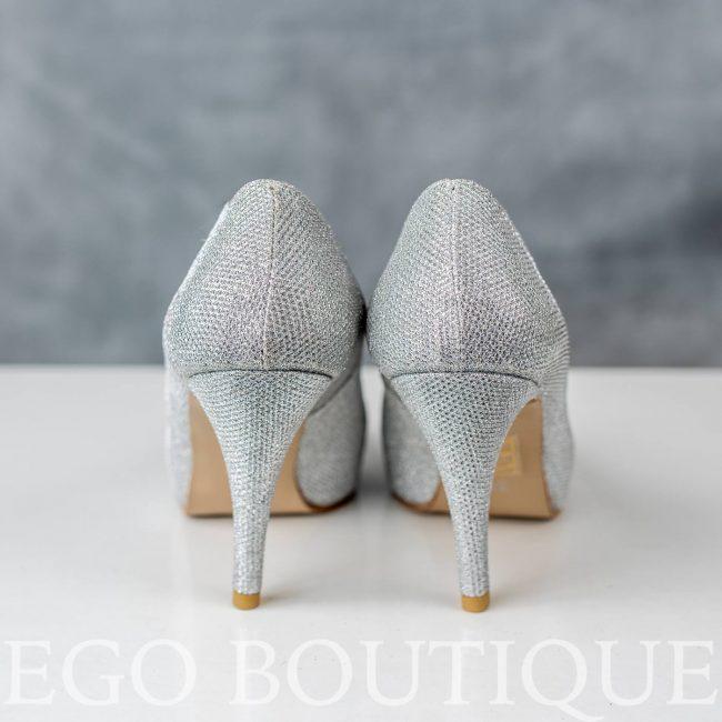 обувки със сребърен ток