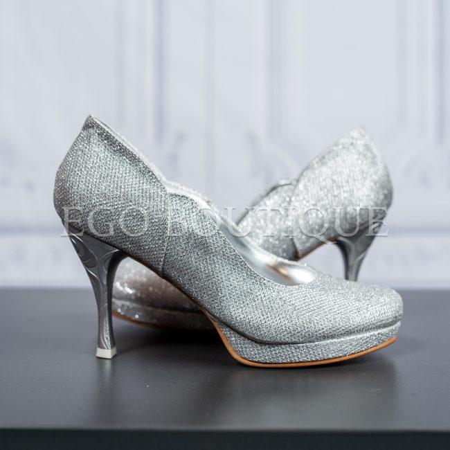 абитуриентски удобни обувки с гравиран ток