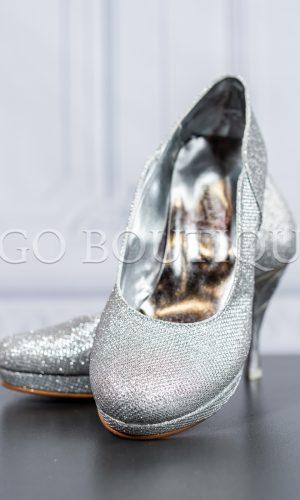 сребърни удобни дамски обувки с гравиран ток