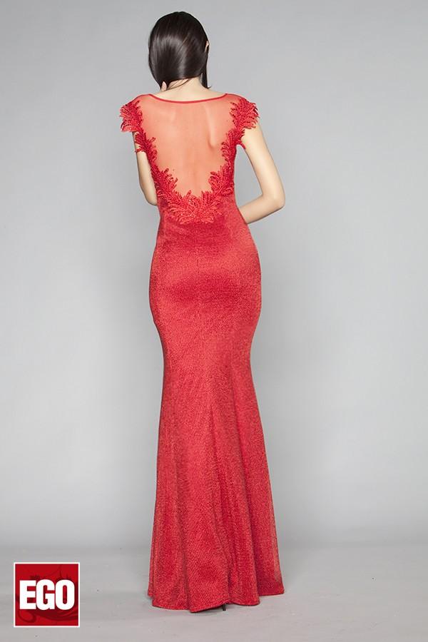 абитуриентска червена дълга рокля с гол гръб