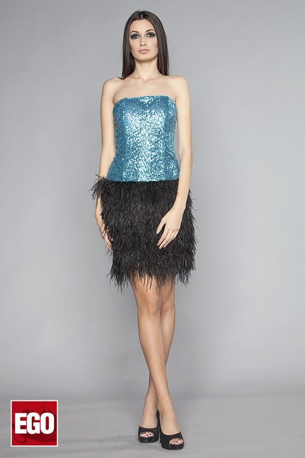 къса официална рокля в светло синьо с черна пола от марабу