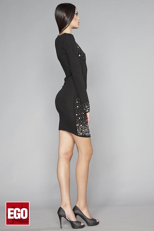 къса стилна рокля с камъни в черно