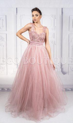 абитуриентска дълга рокля в цвят пудра от френски тюл