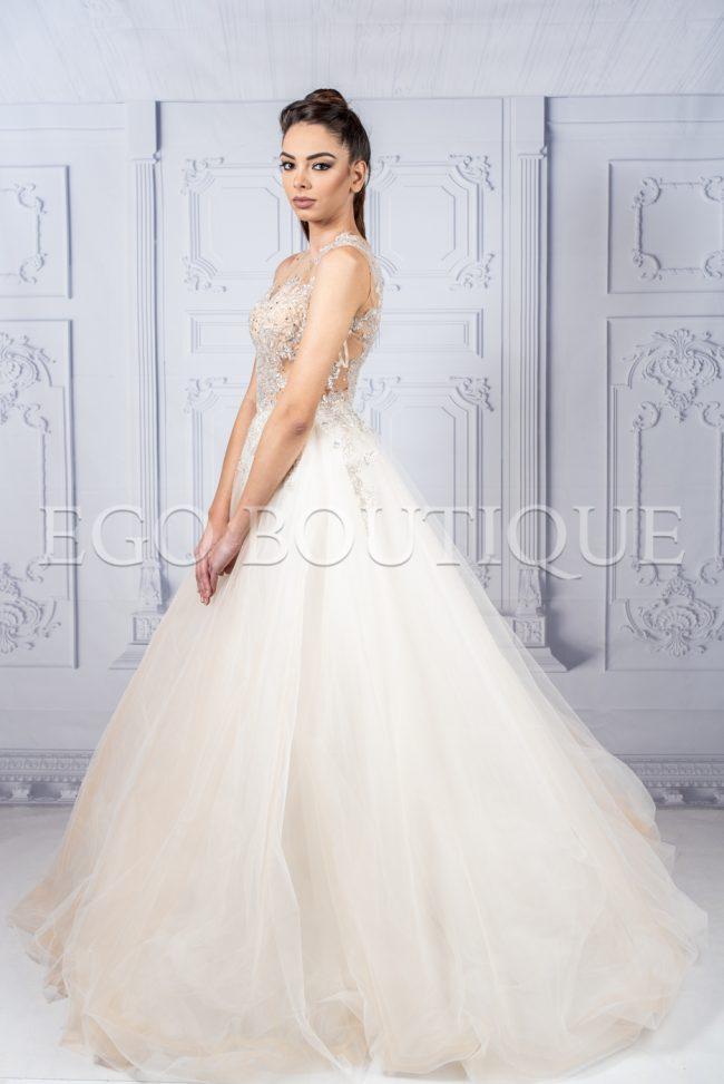 бална рокля за принцеси с обемна пола от тюл и бюстие от дантела и камъни