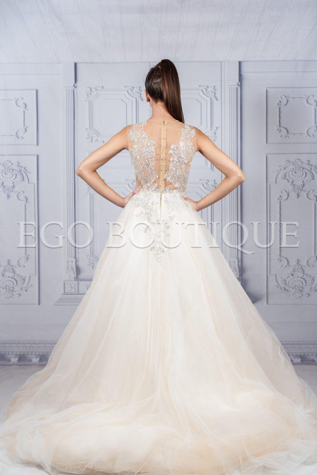 дълга абитуриентска рокля с гол гръб и ръчно шита дантела