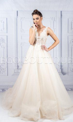 дълга абитуриентска рокля от дантела и тюл с гол гръб в шампанско