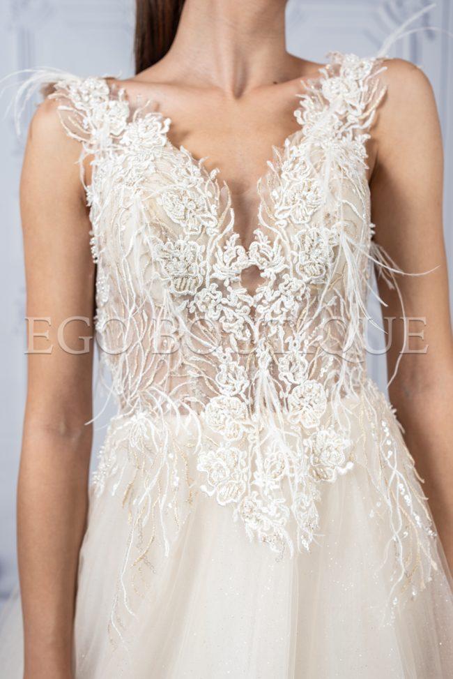 бална рокля с бюстие от френска дантела с марабу