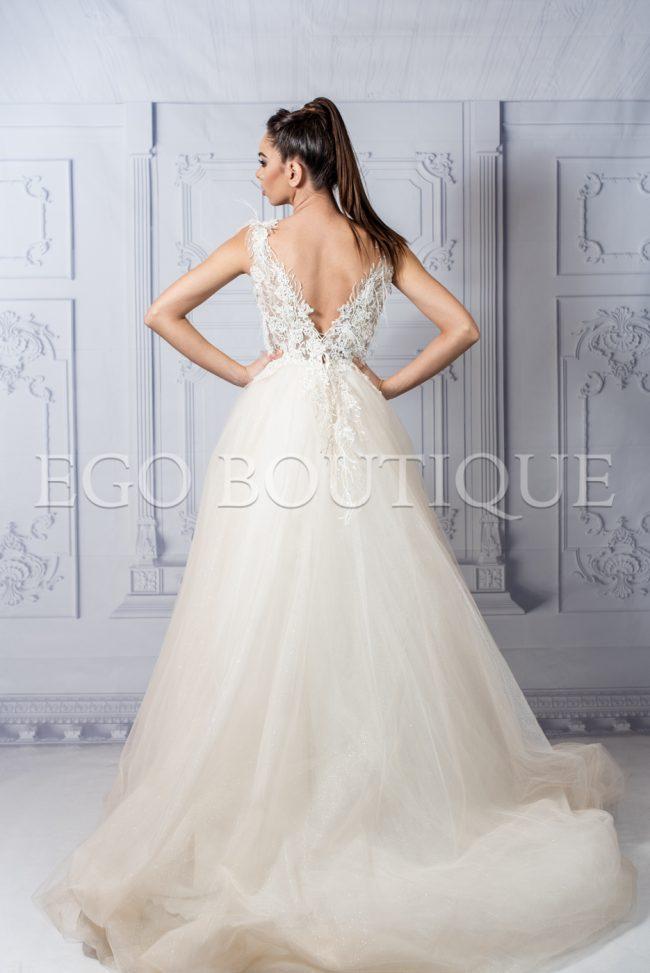 дълга рокля за принцеси в цвят шампанско