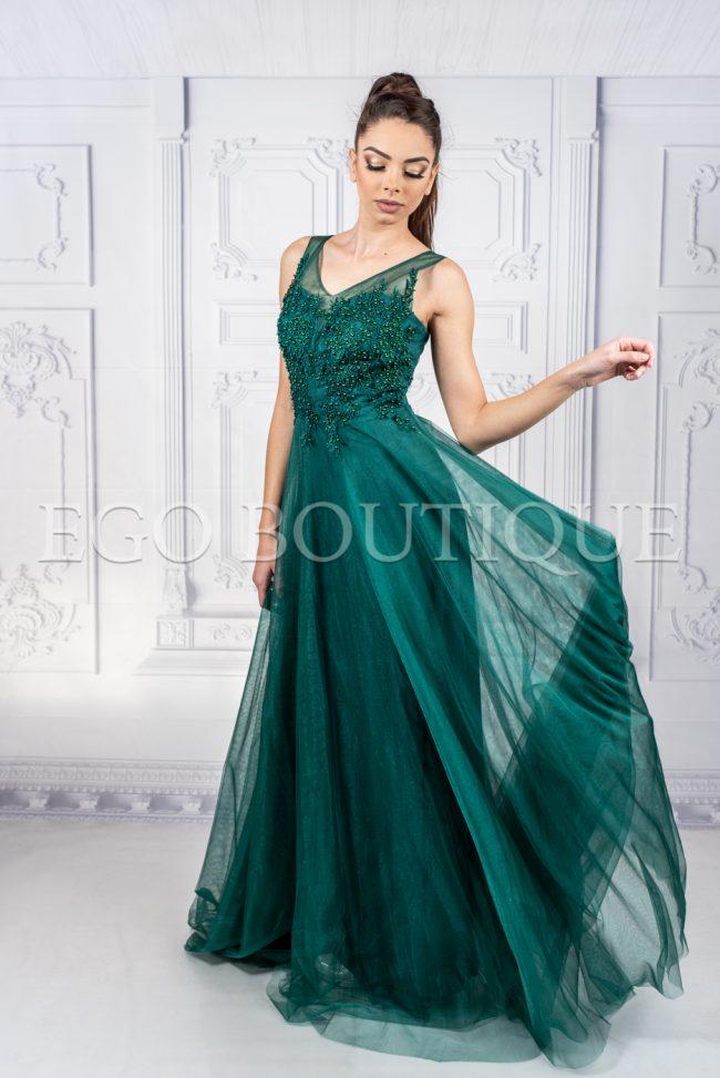 абитуриентска рокля с остро деколте с камъни