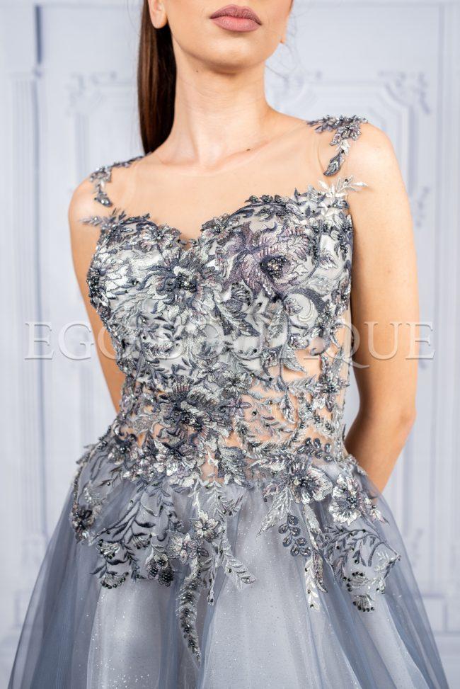 дълга рокля от френска сива дантела