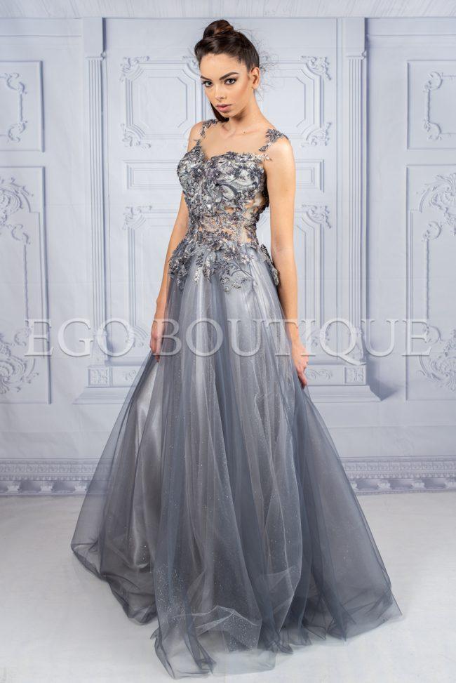 уникална дълга абитуриентска рокля от ръчно шита френска дантела и многопластов тюл