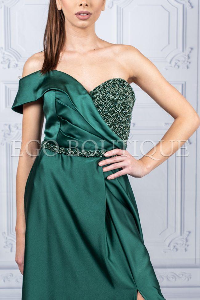 бална дълга зелена рокля с едно рамо и камъни