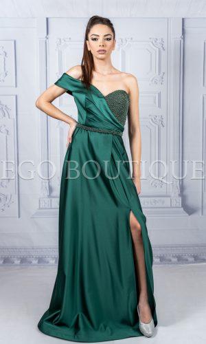 абитуриентска дълга рокля в зелено с ръчно шити камъни и голяма цепка