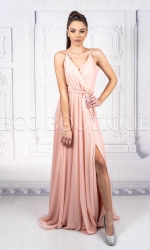 бална рокля с тънки презрамки и цепка в пудра цвят