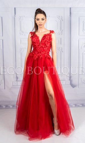 дизайнерска абитуриентска рокля в червена дантела на цветя и многопластов тюл