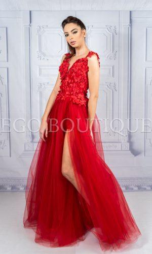 червена дълга бална рокля с цепка и дантела
