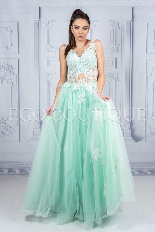 дизайнерска бална рокля в цвят мента от френска дантела и тюл