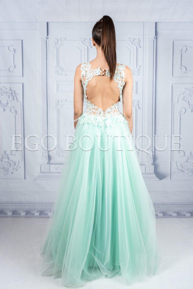 дълга абитуриентска рокля за принцеси в зелена мента с гол гръб
