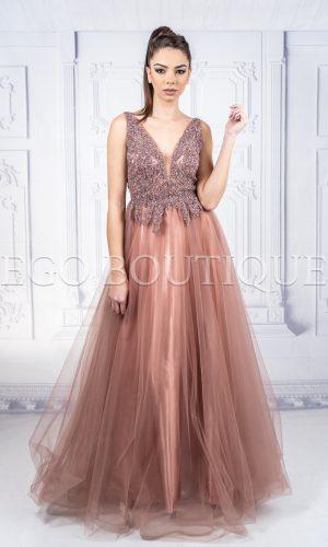 дълга абитуриентска рокля в цвят капучино от френски шифон и камъни