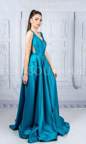 дълга абитуриентска рокля от френска тафта с остро деколте и гол гръб в цвят аквамарин