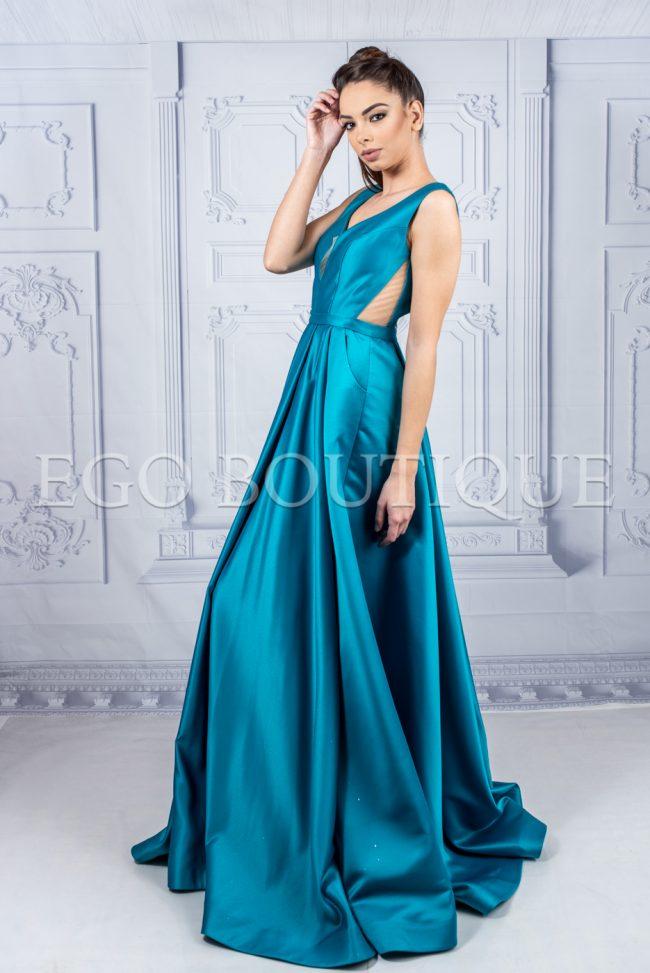 дълга бална рокля с гол гръб и остро деколте от френска тафта