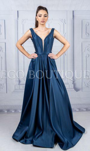 абитуриентска дълга рокля в тъмно синя френска тафта с остро деколте и гол гръб