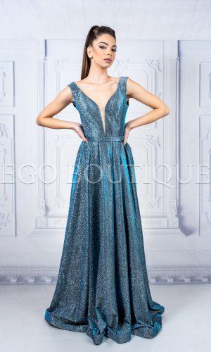 синя абитуриентска дълга рокля с остро деколте от блестяща стилна материя