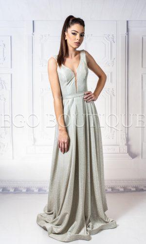 дълга златна бална рокля с гол гръб и остро деколте от златна тафта