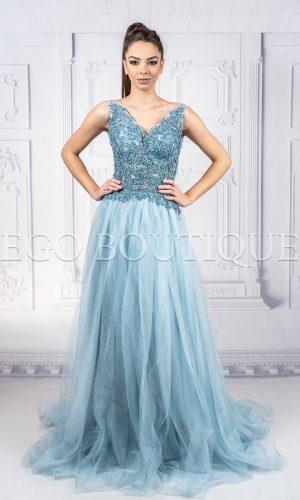 абитуриентска рокля в небесно синьо от френска дантела и френски шифон тип принцеса