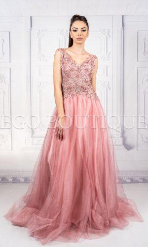 нежна абитуриентска рокля в пепел от рози
