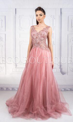 абитуриентска рокля милена от френска дантела и шифон в цвят пудра
