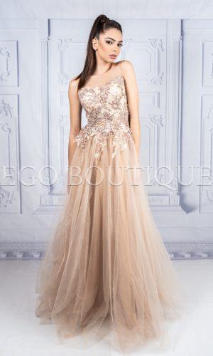 дълга бална рокля с уникална френска дантела и тюл в цвят капучино