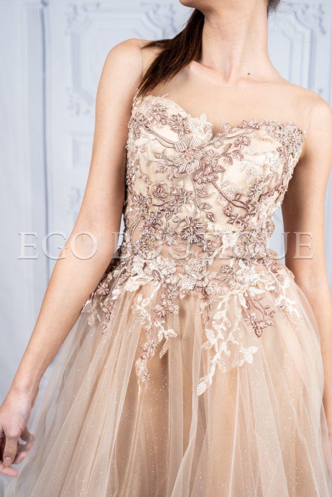 дълга бална рокля с уникално бюстие от ръчно шита дантела